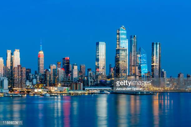 new york skyline with empire state building and hudson yards, united states - hudson yards stock pictures, royalty-free photos & images