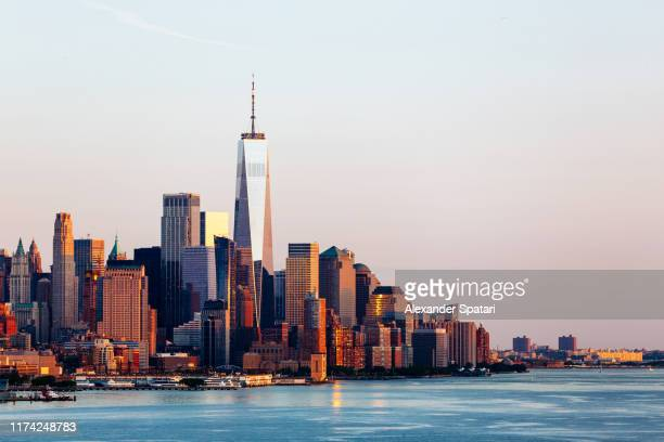new york skyline with manhattan downtown financial district and hudson river, usa - börse new york stock-fotos und bilder
