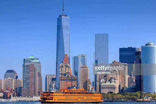 horizonte de nova york e para o world trade center, staten island ferry. - ilha staten - fotografias e filmes do acervo