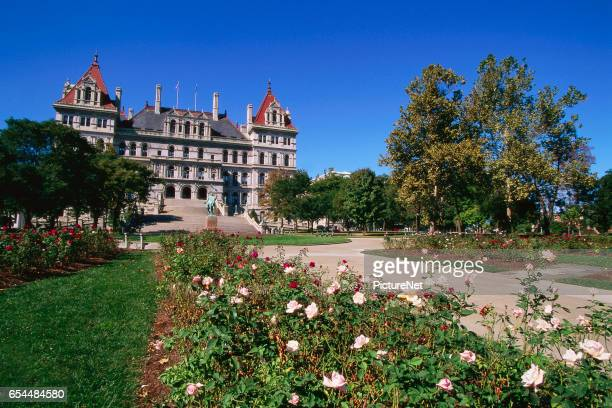 new york state capitol and rose garden - ニューヨーク州庁舎 ストックフォトと画像