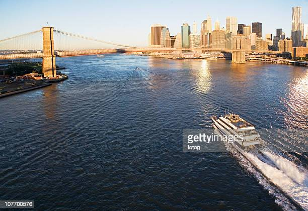 USA, New York State, New York City, Brooklyn Bridge and Manhattan skyline