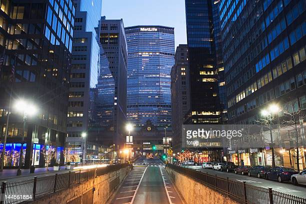 usa, new york state, new york city, city street with met life building in distance - metlife building stock pictures, royalty-free photos & images