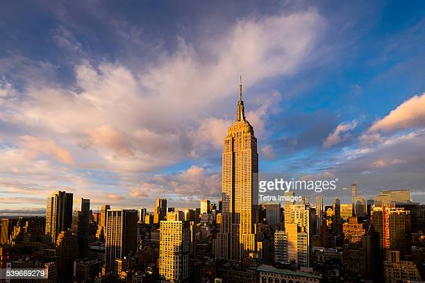 usa, new york state, new york city, cityscape with empire state building at sunset - empire state building stock pictures, royalty-free photos & images