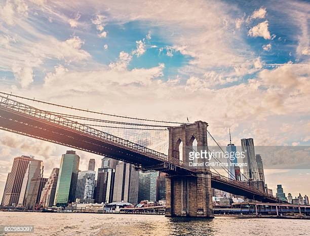 usa, new york state, new york city, manhattan, brooklyn bridge over hudson river with financial district in background - brooklyn bridge stock pictures, royalty-free photos & images