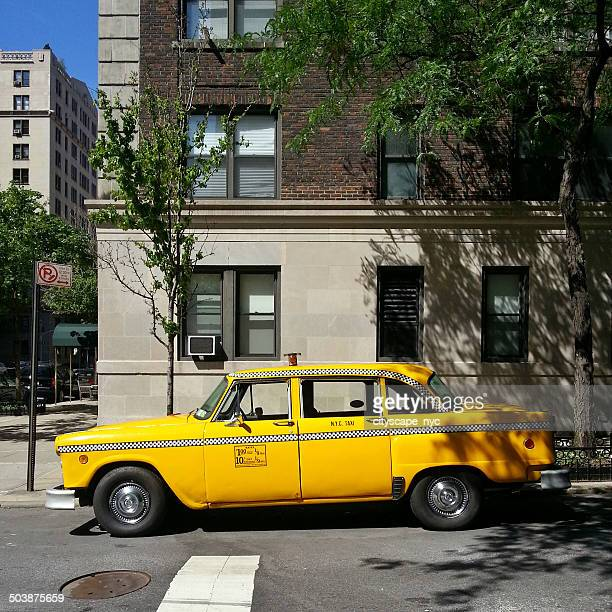 usa, new york state, new york city, manhattan, yellow checker cab - yellow taxi stock pictures, royalty-free photos & images
