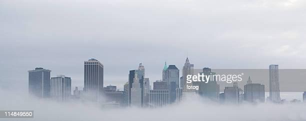 usa, new york state, new york city, skyline in fog - new york state fotografías e imágenes de stock