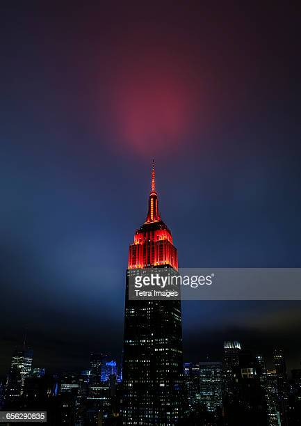 usa, new york state, new york city, spire of empire state building at night - empire state building stock pictures, royalty-free photos & images