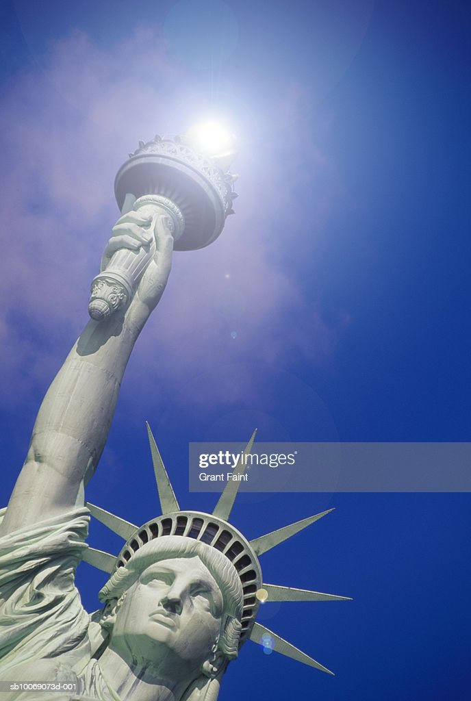 USA, New York State, New York City, Statue of Liberty with sun over torch, low angle view : Stockfoto