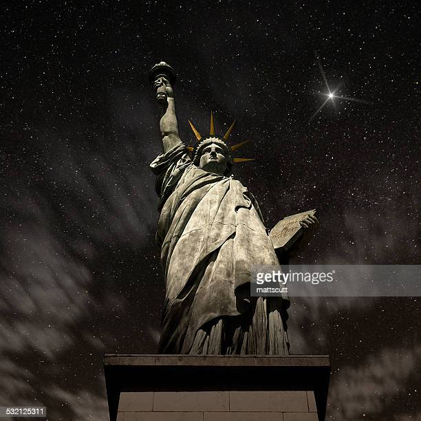 usa, new york state, new york, statue of liberty at night - monument stock pictures, royalty-free photos & images