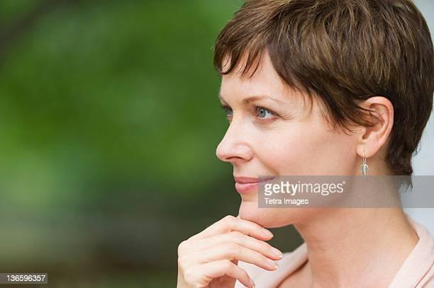 USA, New York State, Old Westbury, Profile of mature woman