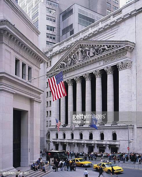 new york stock exchange (nyse) on wall street - new york stock exchange stock pictures, royalty-free photos & images