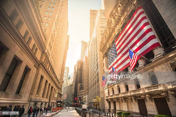 new york stock exchange, wall street, usa - verenigde staten stockfoto's en -beelden