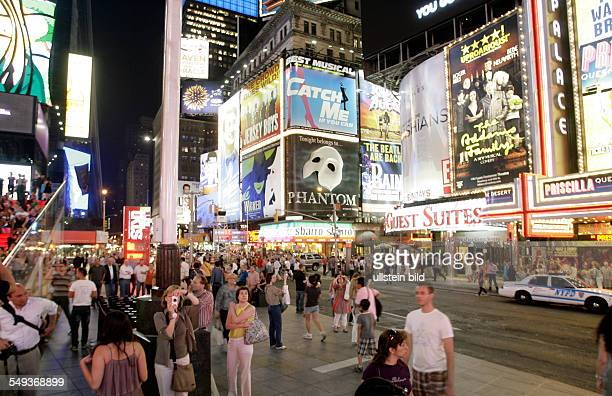 New York: Street scene at Times Square