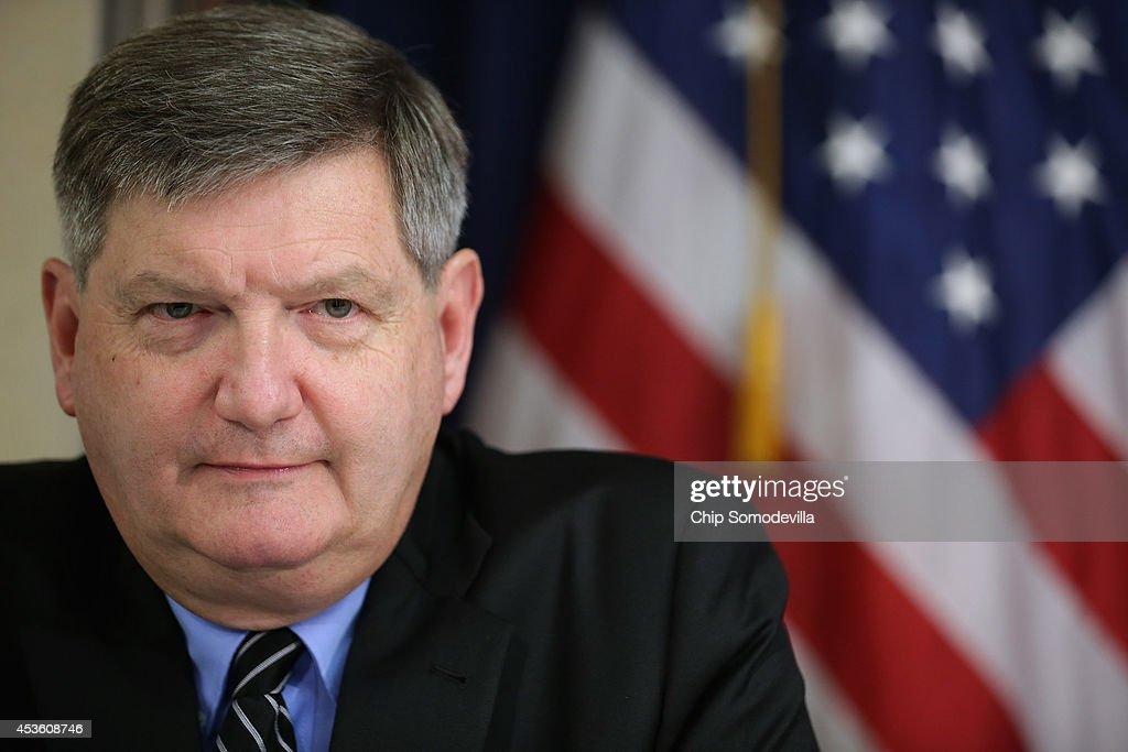 James Risen, Free Press Supporters Petition DOJ In 1st Amendment Case : News Photo