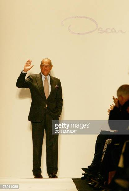 Designer Oscar de la Renta waves to the audience after his New York Fall 2007 Fashion Show 05 February 2007 in New York AFP PHOTO/DON EMMERT