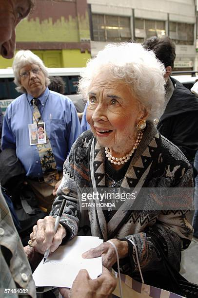 Doris Eaton Travis 102yearold dancer signs autographs outside the New Amsterdam Theate 25 April 2006 in New York after performing in the annual...