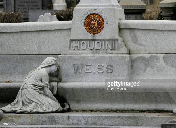 Magician Harry Houdini's gravesite is pictured 23 March 2007 in the Queens borough of New York Eightyone years after Houdini died his greatnephew...