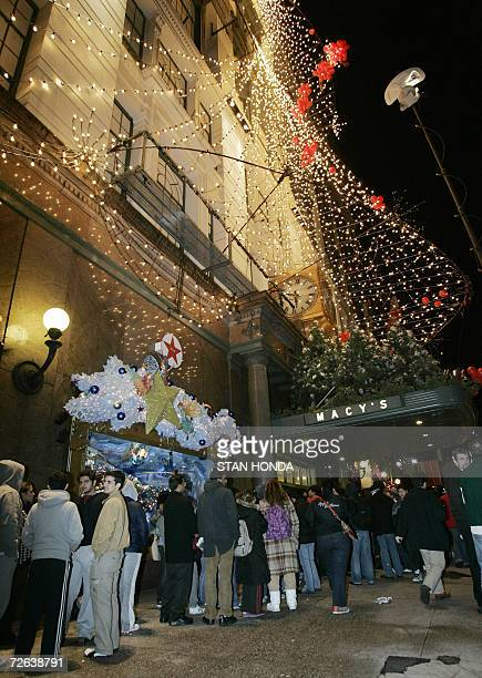 Shoppers line up for the 600am EST opening of the Macy's store 24 November 2006 in New York on 'Black Friday' the traditional beginning of the...