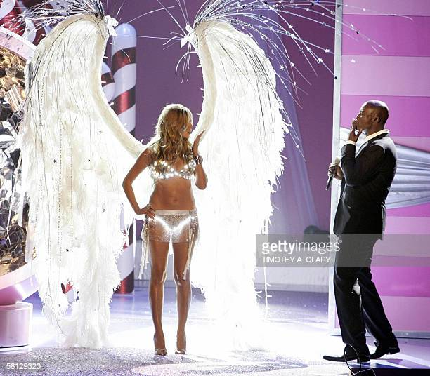 Supermodel Heidi Klum blows a kiss to her husband Seal who was performing during the Victoria's Secret Fashion Show in New York 09 November 2005 The...