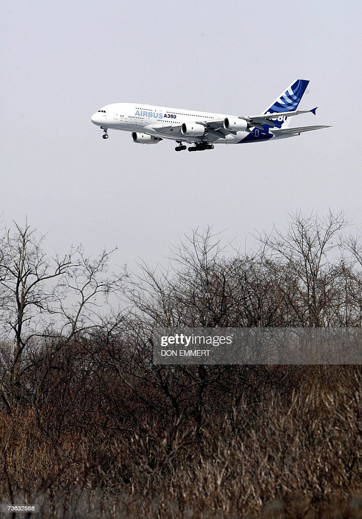 The new Airbus A380 comes in for landing 19 March, 2007 at John F. Kennedy Airport in New York. The 555-seat double-decker behemoth, which has a wingspan the size of a football field, landed on US soil for the first time 19 March, with crowds turning out to witness the arrivals of the world's biggest passenger plane.