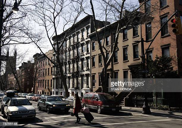 New York, UNITED STATES: TO GO WITH AFP STORY BY ALFONSO LUNA- EEUU-NY-SOCIETY: Traditional brownstone buildings on Clinton Street 05 February 2007,...