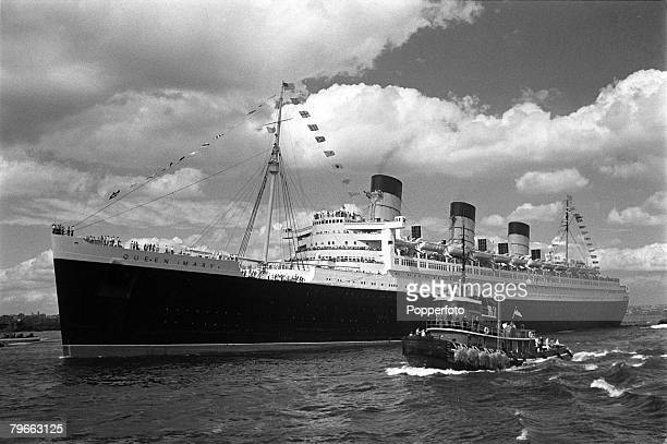 """New York USA, 23rd September 1967, Liner """"Queen Mary"""" leaves New York Harbour on her 1,000th and last voyage to Southampton before retirement"""