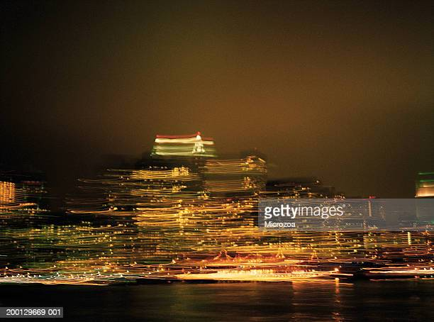 usa, new york, view of manhattan at night (long exposure) - microzoa fotografías e imágenes de stock