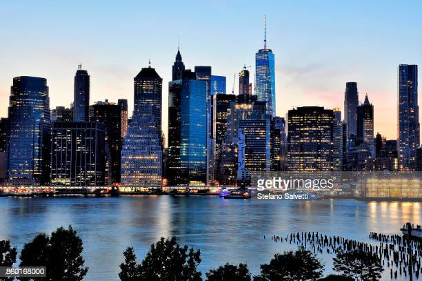 USA, New York, view of Manhattan from Brooklyn at dusk