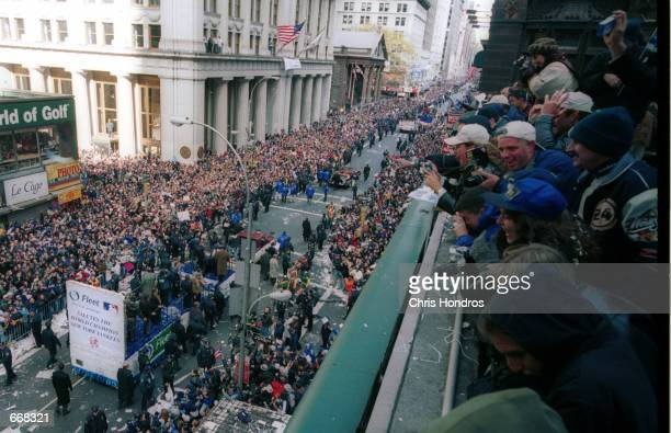 New York Yankee fans cheer October 30 2000 during the Yankees'' victory parade in New York City The Yankees defeated the New York Mets fourgamestoone...