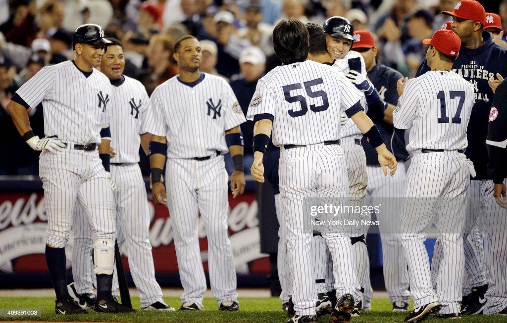 New York Yankees Derek Jeter Breaks Lou Gehrigs Franchise Hit Record In The Third Inning