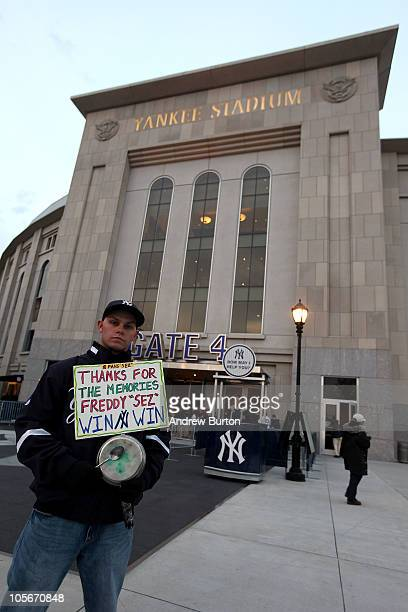 New York Yankees fan Tony Bracco holds up a sign supporting the New York Yankees in memory deceased Yankee fan Freddy Freddy Sez Schuman against the...