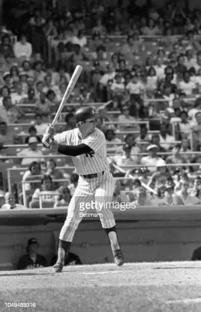 New York Yankees' Mike Heath batting in game against Chicago White Sox.