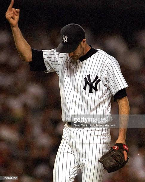 New York Yankees pitcher Jack McDowell gives the finger to the crowd after being removed from game against Chicago White Sox