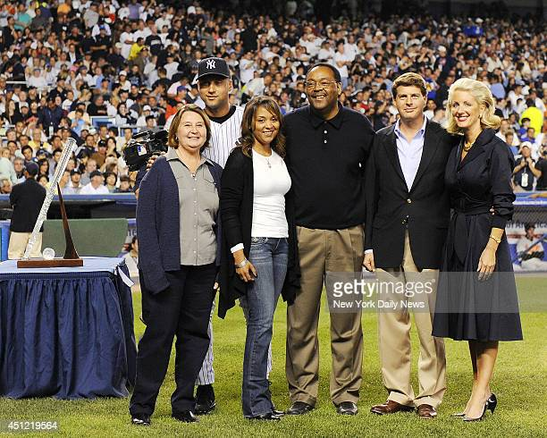 New York Yankees shortstop Derek Jeter poses for a photo with his mother Dorothy sister Sharlee father Dr Sanderson Charles and Yankees' general...