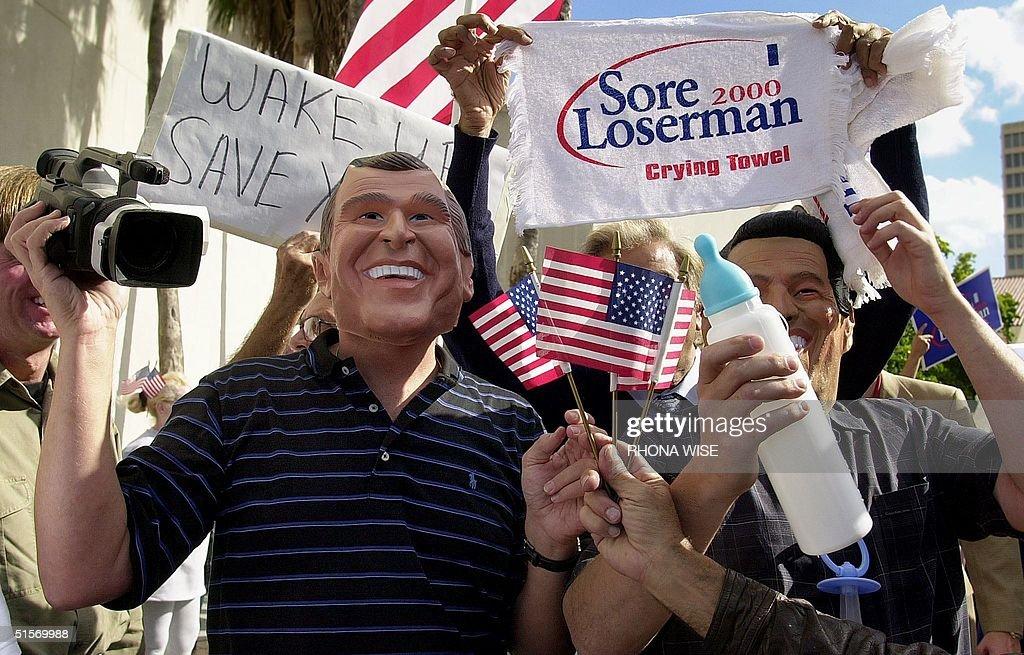 New Yorker Chuck Walker (L) dressed as Republican : News Photo