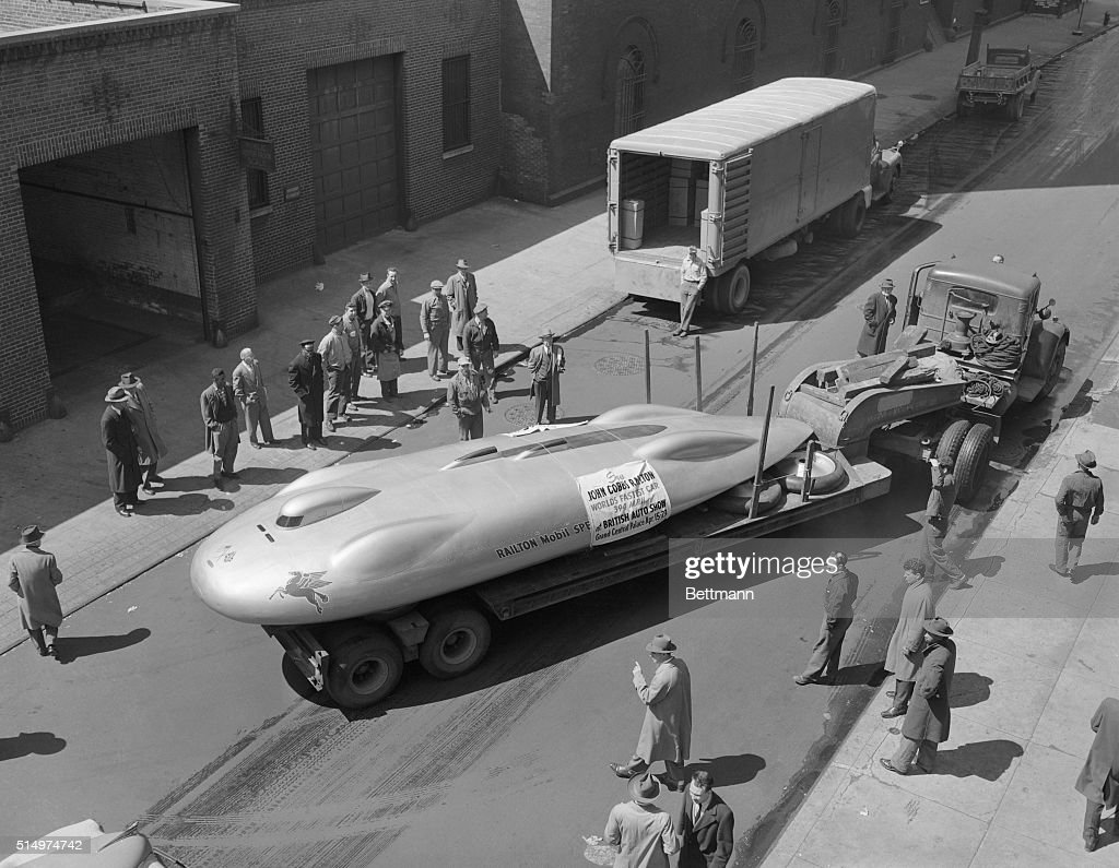 Crowd Observing Car : News Photo