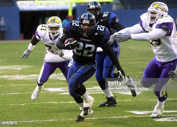 New YorkNew Jersey Hitmen's fullback Keith Elias carries the ball against the Birmingham Thunderbolts in XFL game at Giants Stadium Elias set up the...