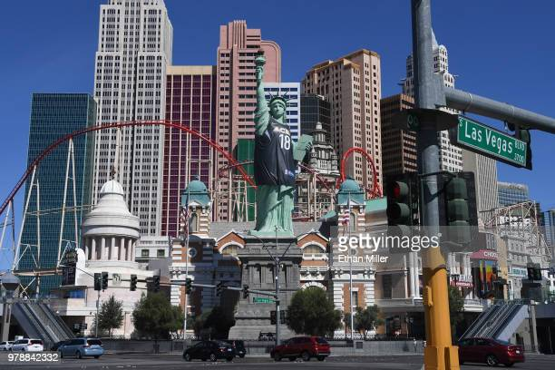 New Yorknew York Hotel S Halfsize Replica Of Lady Liberty Wears A Las Vegas Aces Jersey