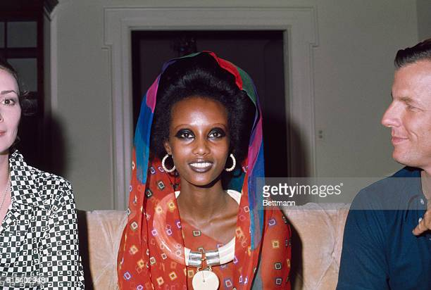 New York's newest fashion face model Iman a 20yearold 510 regally striking Somali tribeswoman launches her modeling career at a press conference here...
