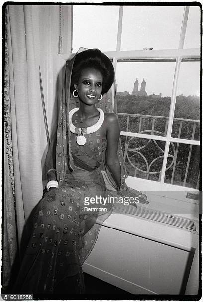 New York's newest fashion face model Iman a 20yearold 5/10 regally striking Somali tribeswoman launches her modeling career here during press...