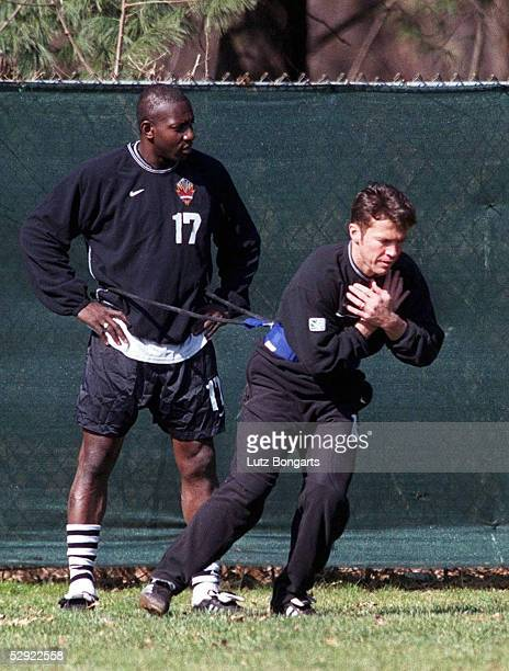 SOCCER 2000 New York/USA NEW YORK METRO STARS/TRAINING Lothar MATTHAEUS und Adolfo VALENCIA