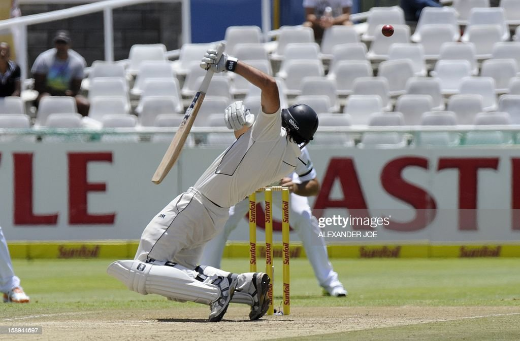 New Zealand batsman Dean Brownile, tries to avoids a bouncer on day 3 of the first Test match between South Africa and New Zealand, in Cape Town at Newlands on January 4, 2013.