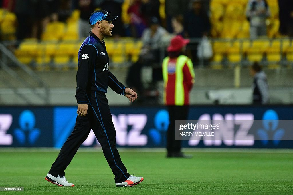 New Zealand captain Brendon McCullum walks from the field following his last match in the second one-day international cricket match between New Zealand and Australia at Westpac Stadium in Wellington on February 6, 2016. AFP PHOTO / MARTY MELVILLE / AFP / Marty Melville