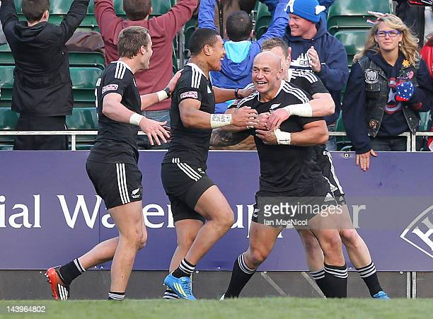 New Zealand celebrate defeating England 2914 during the match between New Zealand and England during day two of the IRB Glasgow Sevens at Scotstoun...