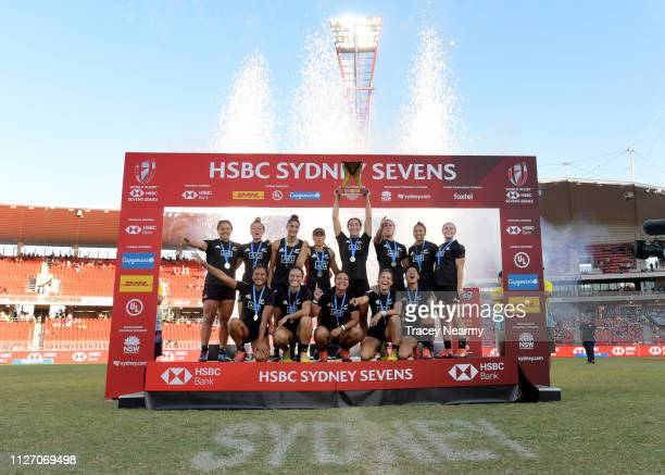 New Zealand celebrate their win over Australia in the Womens Cup final after the 2019 Sydney HSBC Sevens at Spotless on February 03, 2019 in Sydney,...