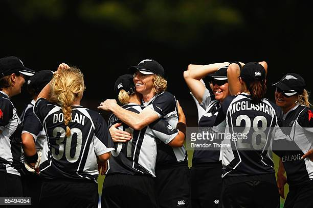 New Zealand celebrate victory over Pakistan and entry into the final over England after the ICC Women`s World Cup 2009 Super Six match between New...