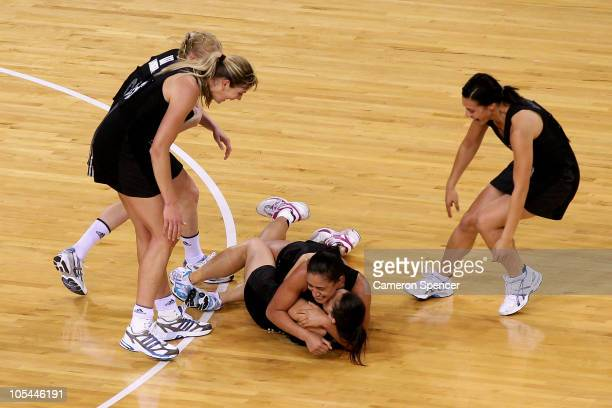 New Zealand celebrate winning the Women Finals Gold medal match between Australia and New Zealand at the Thyagaraj Sports Complex during day eleven...