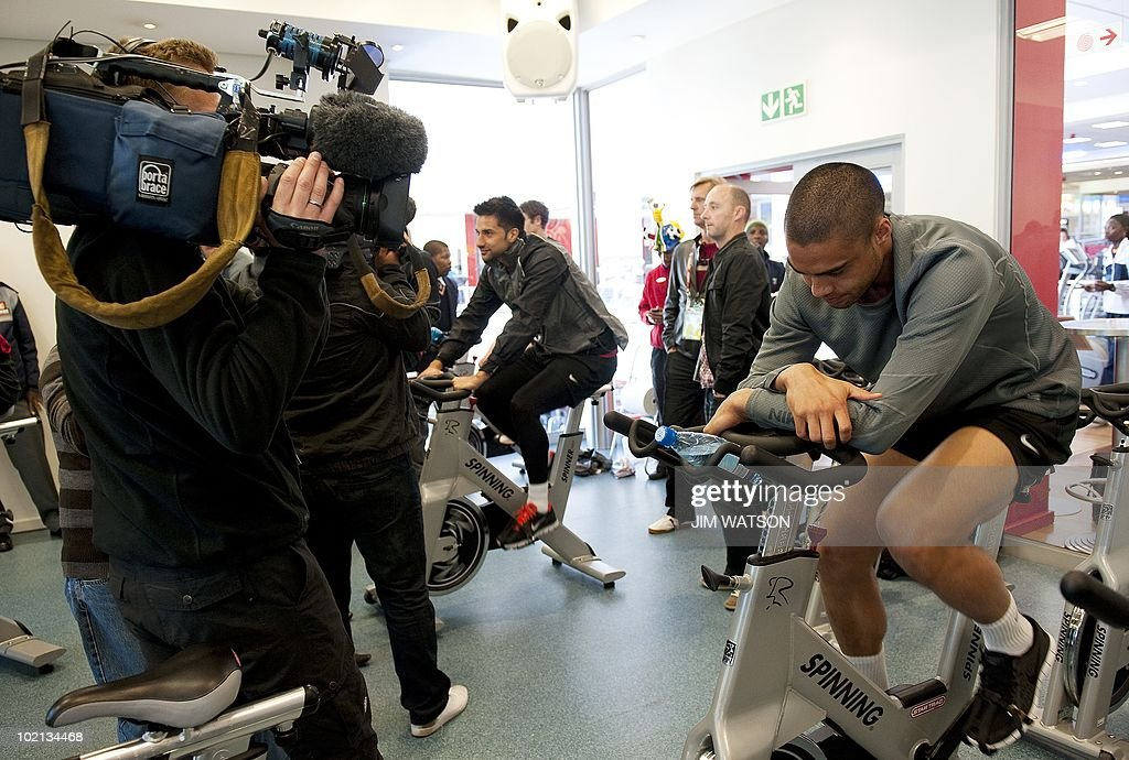New Zealand defender Winston Reid (R) rides a stationary bike during a recovery training session at Virgin Active Health Club in Eden Vale, South Africa, June 16, 2010. The 2010 World Cup hosted by South Africa continues through July 11. AFP PHOTO/Jim WATSON