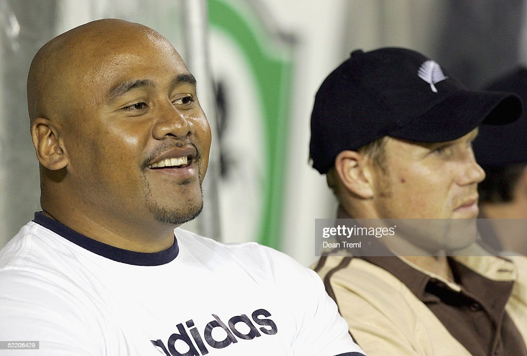 New Zealand ex-All Black Jonah Lomu (L) sits next to New Zealand double international Jeff Wilson during the International Twenty20 game played between the New Zealand Black Caps and Australia at Eden Park on February 17, 2005 in Auckland, New Zealand.