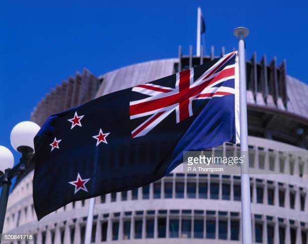 new zealand flag and the beehive - beehive new zealand stock pictures, royalty-free photos & images